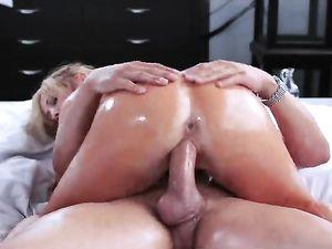 Hot Couple Oils Up For Hardcore Creampie Fucking