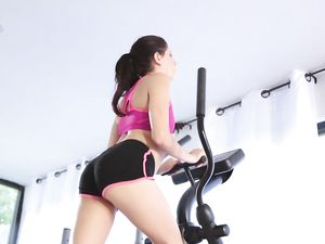 Athletic Girl And Black Dick Fuck In The Gym