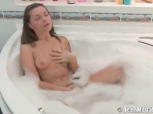 Bathing Teen Babe Joined For Hardcore Fucking