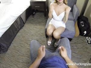 Petite Escort Shows Up At His Hotel For Great Sex